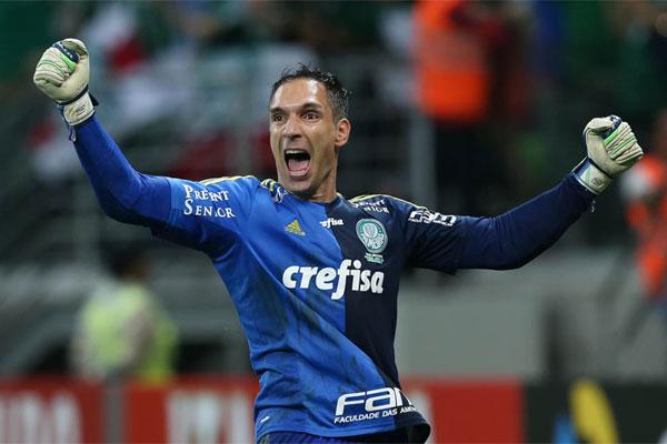 O goleiro Fernando Prass, de 37 anos, chegou ao Palmeiras no fim de 2012