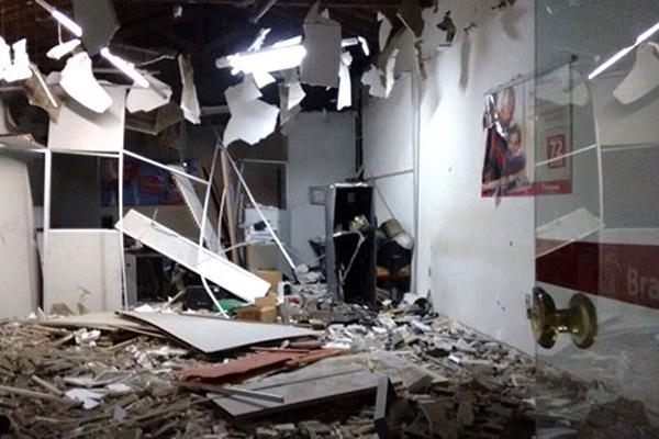 Agência do Bradesco em Pedro Velho foi uma das três destruídas pelos criminosos na madrugada desta sexta-feira