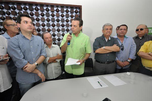 Henrique Eduardo Alves discursa na convenção que reconduziu o diretório estadual  do PMDB