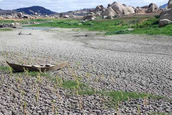 Inaugurado em 1959, o açude Gargalheiras, em Acari, foi eleito uma das sete maravilhas do Rio Grande do Norte no ano de 2007, mas o reservatório não resistiu aos últimos quatro anos seguidos de estiagem — 2012, 2013, 2014 e 2015 — e secou
