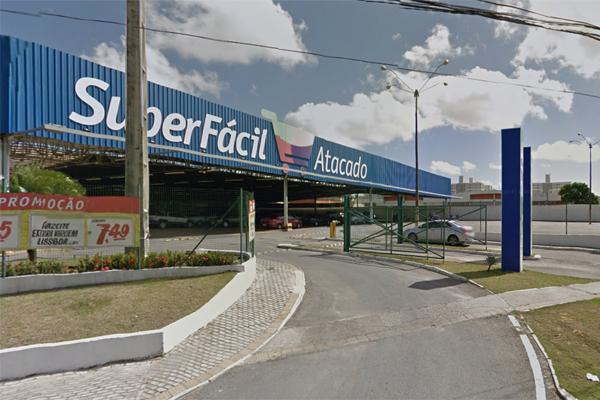 Assalto aconteceu no SuperFácil Atacado, no bairro de Emaús, em Parnamirim