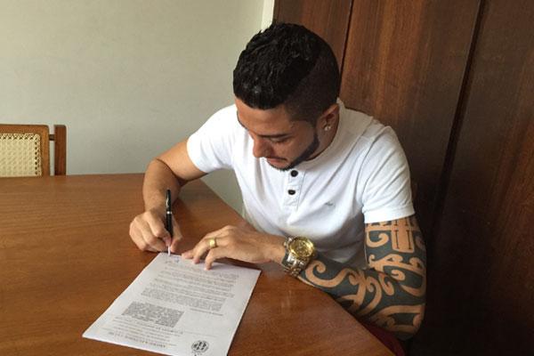 O goleiro Camilo assinou contrato de um ano com o América
