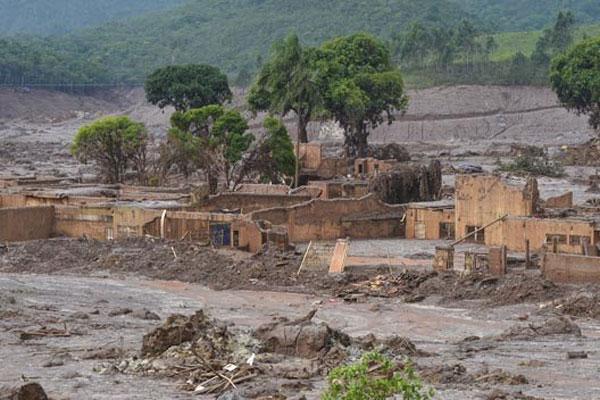 Promotoria de Justiça abre inquérito para apurar causas do acidente, que praticamente destruiu o povoado Bento Rodrigues, na zona rural do município de Mariana, em Minas Gerais