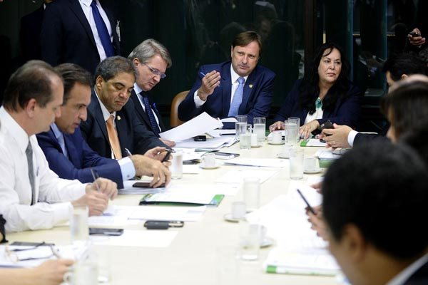Mudança na meta fiscal de 2015, aprovada na Comissão Mista do Orçamento, dá novo ânimo ao governo sobre parecer do TCU