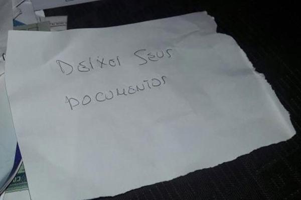 Criminoso deixou bilhete para vítima visando ter poupado os documentos durante o roubo