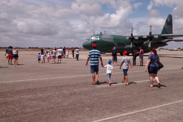 """Evento """"Portôes Abertos"""" acontece até às 16h deste domingo na Base Aérea de Natal"""