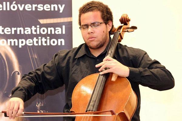 Lucas Barros é aluno do curso de Bacharelado em Violoncelo da Escola de Música da UFRN