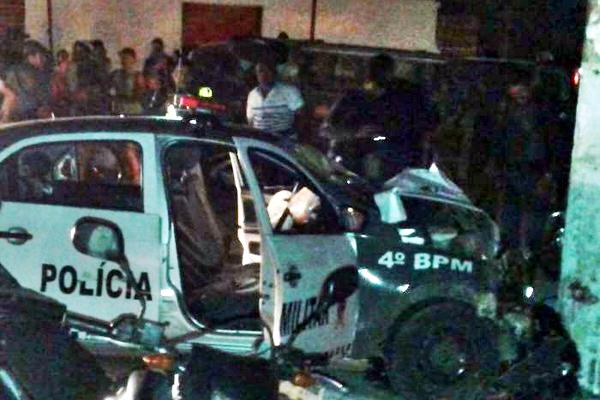 Colisão entre viatura da PM e Kombi terminou com uma mulher morta e outra gravemente ferida na zona Norte de Natal