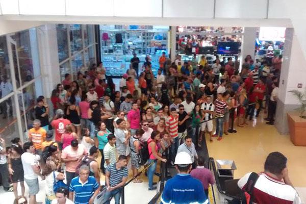 Shoppings da capital registram grande movimento de clientes durante a Black Friday