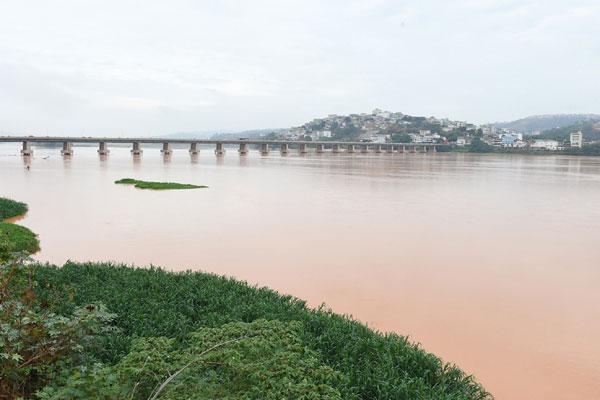 Rompimento de barragem da Samarco é considerado o maior desastre ambiental do Brasil