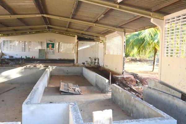 Obra inacabada desativou piscina do Centro de Reabilitação, que era um importante equipamento no atendimento dos pacientes. Obra não tem data para ser retomada