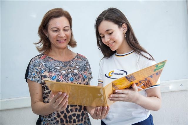 Magnólia Ribeiro acompanha de perto a vida escolar da filha, Maria Eunice