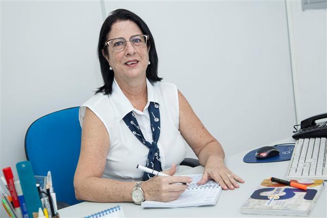 Segundo Roberta Bezerra, os pais devem acompanhar o desempenho do aluno durante todo o ano