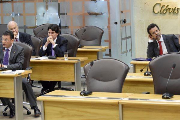 Deputados estaduais participam da sessão da Assembleia Legislativa e debatem os projetos da pauta