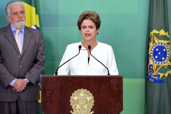 Dilma Rousseff afirma que considera as alegações do pedido de impeachment inconsistentes e improcedentes e destaca que não cometeu ilícito