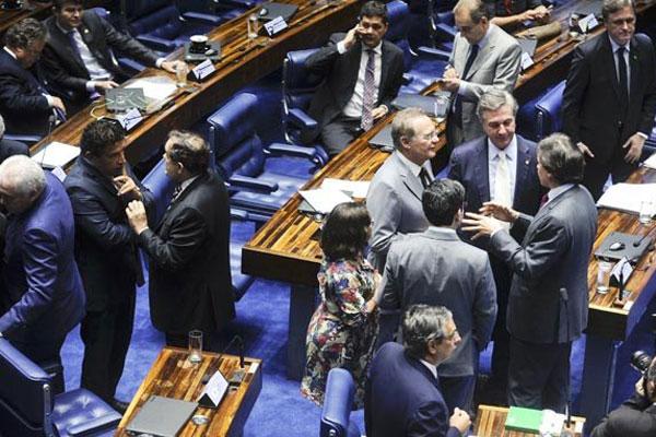 Senadores votaram, em segundo turno, a emenda constitucional da janela partidária