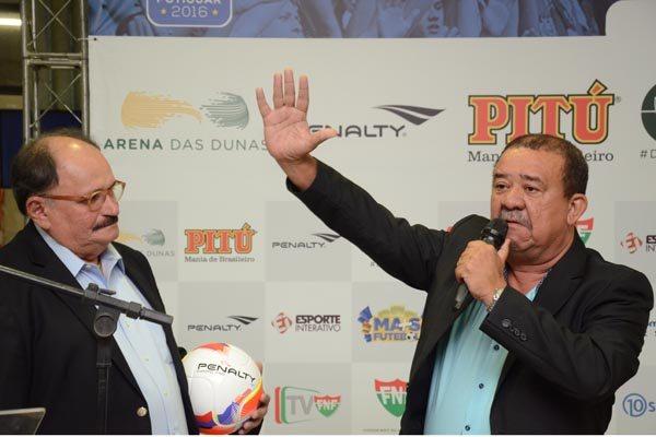 Zé Vanildo (à esquerda) recebeu confirmação de Raimundo Lobão (à direita) de que o Coríntians está fora do Estadual de 2016