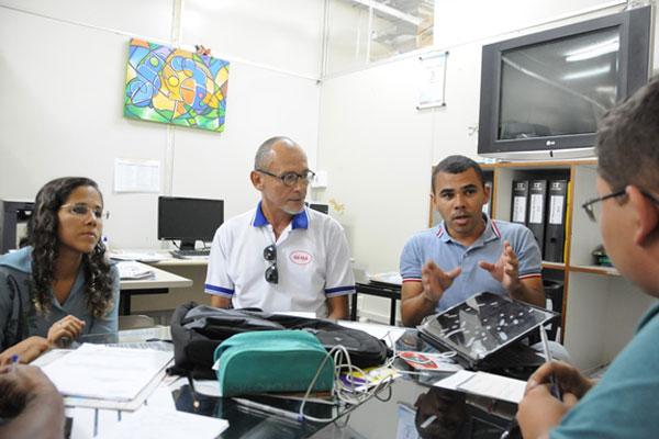 Educadores explicam projeto desenvolvido na Escola Estadual Maria de Araújo, no distrito de Pium