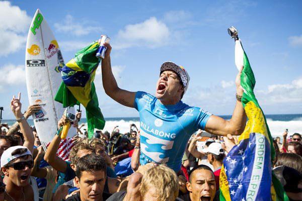 Etapa do Hawaí, em Pipeline, coroou mais um surfista brasileiro, desta vez Adriano de Souza