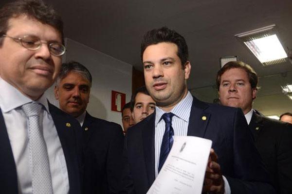 Leonardo Picciani apresenta nova lista com assinaturas suficientes para voltar à função