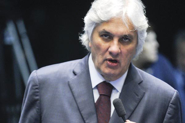 Delcídio Amaral permanece preso por decisão do ministro