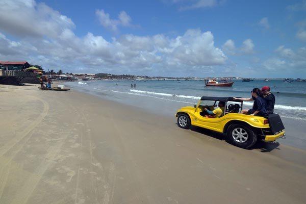Detran ganhou mais veículos e homens para fiscalizar o trânsito na orla das praias mais movimentadas do Rio Grande do Norte