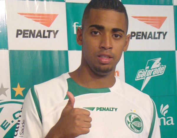 Rafael Amoroso, atacante, deve acertar com o ABC para 2016