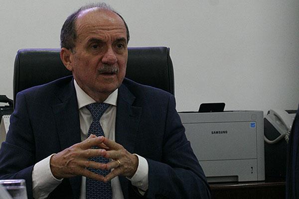 O presidente do Tribunal de Justiça afirma que o Poder Público deve ficar limitado à saúde para pobres, educação e segurança