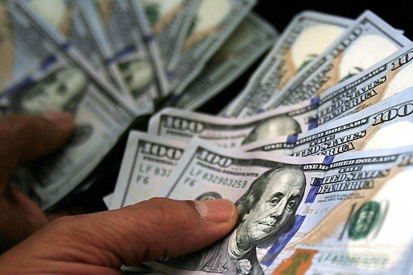 Há quem aposte que a moeda norte-americana atingirá a máxima de R$ 4,50 no terceiro trimestre e terminará 2016 em R$ 4,45