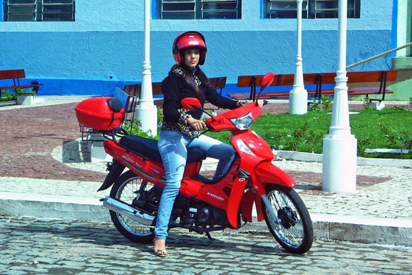 A motocicleta cinquentinha recebia, por parte do governo, um tratamento especial
