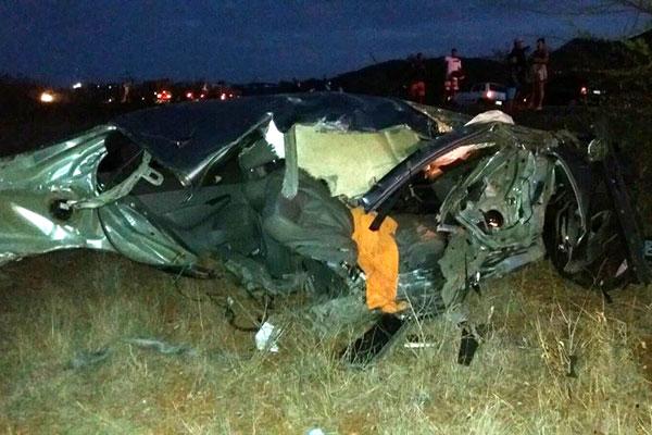 Honda Civc ficou completamente destruído no acidente