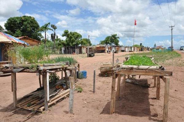 Segundo  um dos líderes do MST no Rio Grande do Norte, Lucenilson Ângelo, a concessão de terras para quem realmente precisa também é devagar. Famílias moram em acampamentos aguardando terras