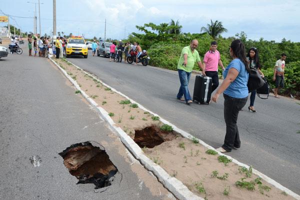 Preocupação é com cratera que possa estar abaixo da camada de asfalto
