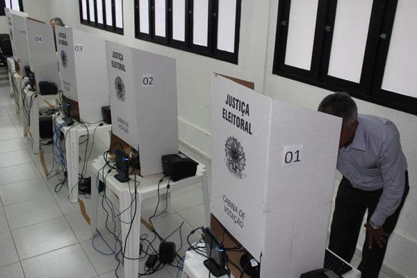 Eleitores vão as urnas, em outubro, para a escolha de prefeitos e vereadores