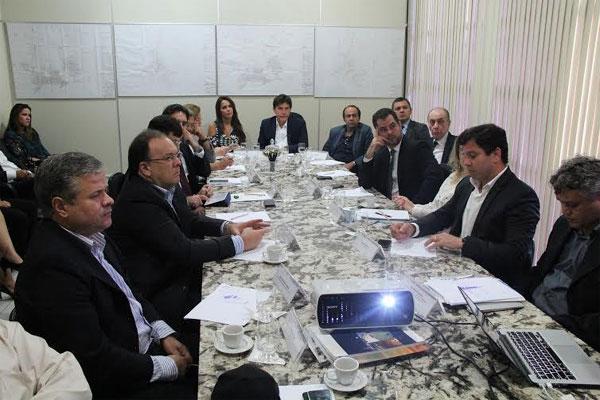 A reunião aconteceu na Secretaria de Estado do Desenvolvimento Econômico (Sedec)