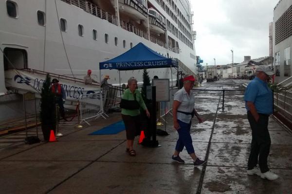 Navio conta com 670 passageiros, sendo a maioria deles americanos