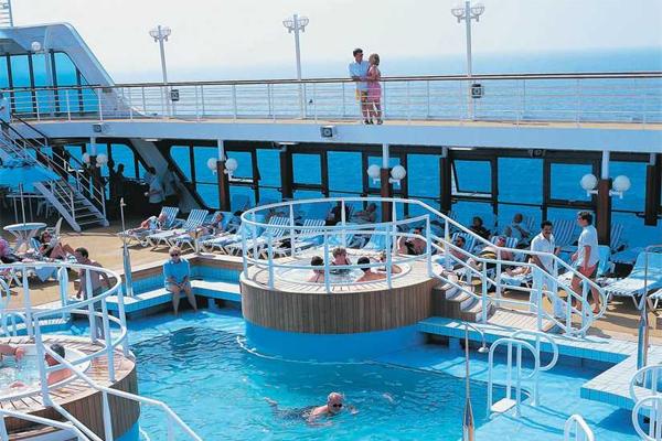 Ocean Princess pode tranportar até 677 pessoas e conta com 373 tripulantes