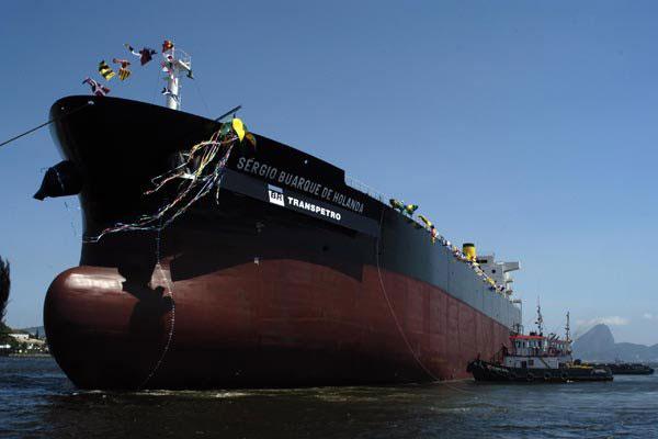 Transpetro administra frota de 54 navios, além de 49 terminais, estações e malha de oleodutos