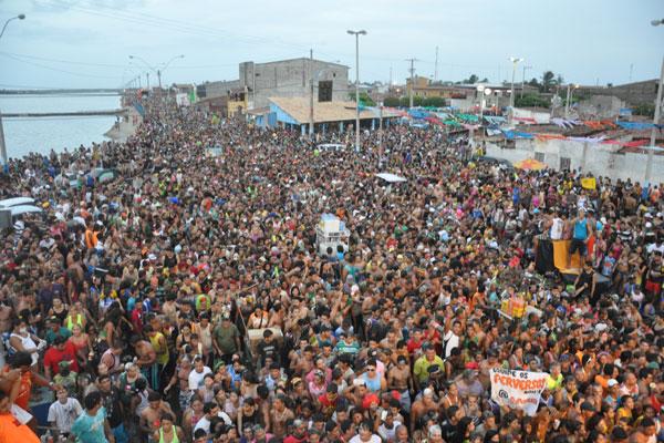 Em Macau, a prefeitura diz que este ano vai arcar com a infraestrutura para a festa, mas não será responsável por contratar bandas