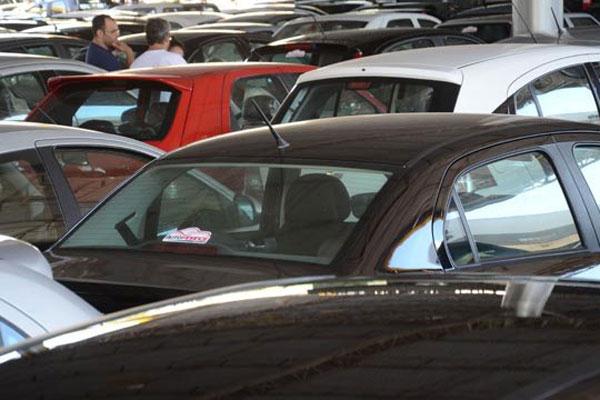 Juros altos, queda na renda e incertezas sobre o futuro reduziram as vendas de veículos automotores no RN no ano passado
