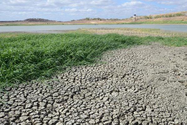Com a estiagem dos últimos quatro anos, a maioria dos reservatórios está em 'volume morto', como é o caso do Itans, ou seco