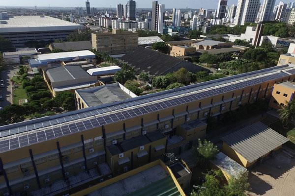 No campus central do IFRN, em Natal, a fonte alternativa de energia, que foi ativada na segunda (18), deve gerar 26.200 kwh/mês