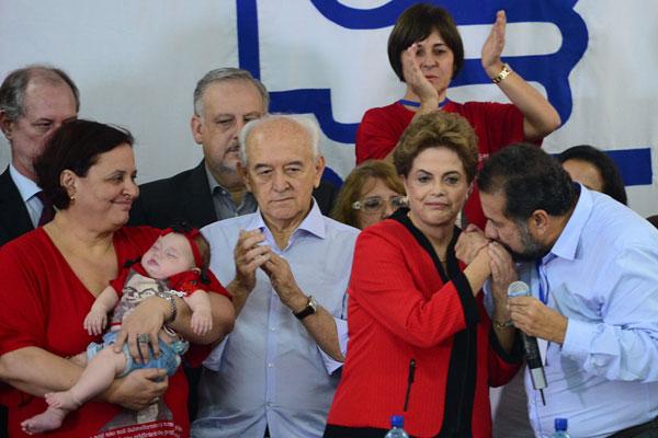Dilma Rousseff participa do encontro do diretório nacional do PDT e elogia Ciro Gomes