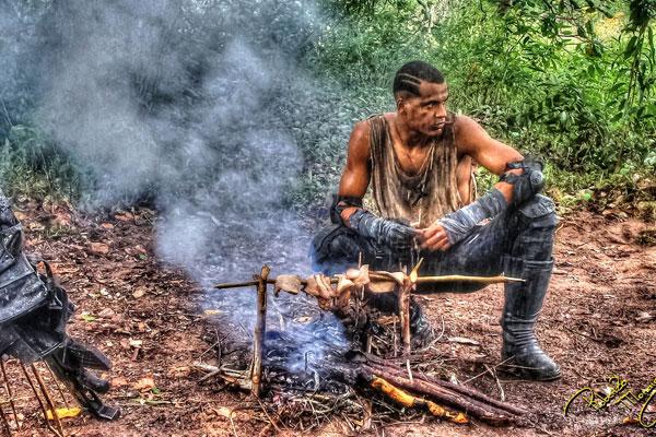 O ator Marcello Melo Jr se divide entre ser o herói da história e o papel de co-produtor da série, sendo responsável por articular participação de outros atores