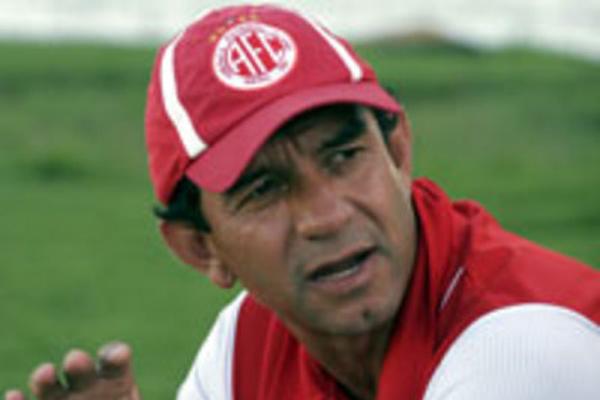 Guilherme Macuglia passou pelo América em 2009, durante a Série B