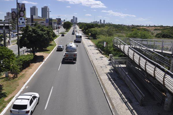 O calçadão da Av. Eng. Roberto Freire será reestruturado, em 2,5 quilômetros, com a inclusão de ciclovia e faixa para caminhada