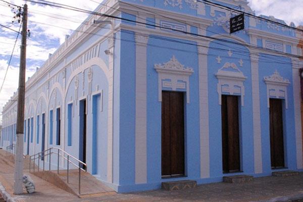 Cine Teatro Vicente Amorim funciona em prédio restaurado e tem sessões regulares e movimentadas