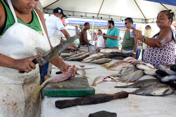 Peixe: os consumidores reclamaram da alta, mas levaram o pescado para manter a tradição