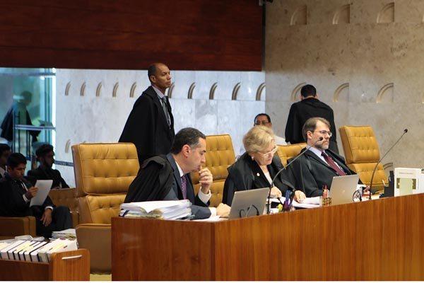 Pleno do STF acompanhou, por unanimidade, voto do relator, o ministro Roberto Barroso (à esquerda)