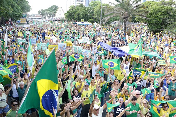Manifestantes que querem o impeachment retornam as mobilizações neste domingo